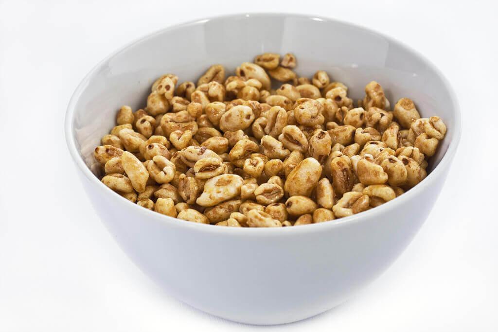 light_gray_ceramic_bowl_of_honey_cereals-1