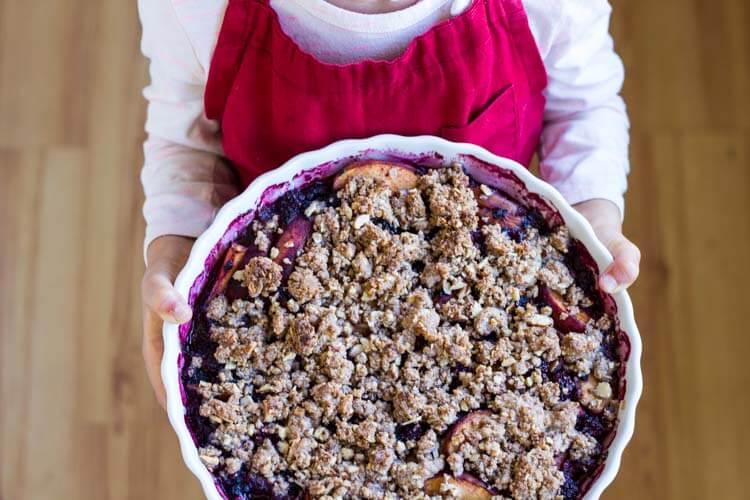 Simple Blackberry Peach Crisp (gluten free) || www.savorylotus.com