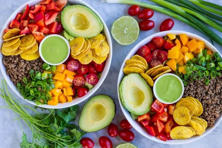 Quick and Easy Taco Salad (paleo and Whole30) -- www.savorylotus.com
