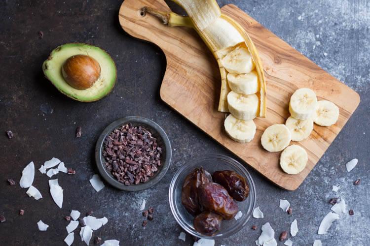 Avocado Date Smoothie (dairy free) \ savorylotus.com