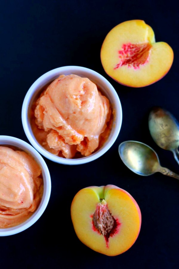 2 Ingredient Soft Serve Peach Ice Cream (dairy free, paleo) || savorylotus.com