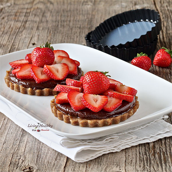 Paleo-Strawberry-Tart-With-Homemade-Nutella-living-healthy-with-chocolate
