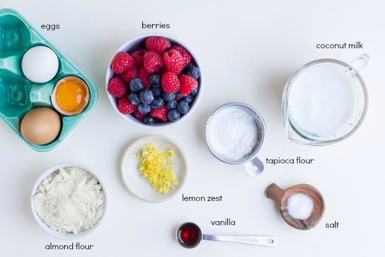 Mixed Berry Dutch Baby (gluten free) \\ www.savorylotus.com