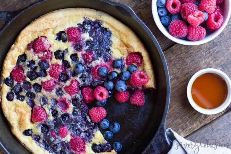 Mixed Berry Dutch Baby (gluten free) || www.savorylotus.com