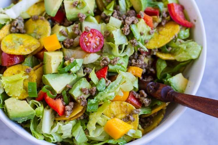 Quick and Easy Taco Salad (paleo and Whole30) ~~~ www.savorylotus.com