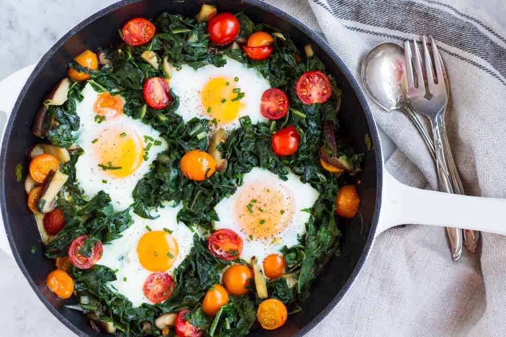 Easy Baked Eggs ~~ www.savorylotus.com