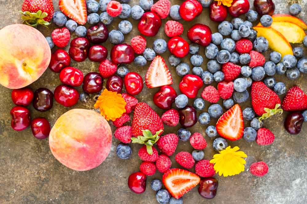 Summer Fruit Vanilla Bean Chia Pudding Bowl (dairy free) // www.savorylotus.com