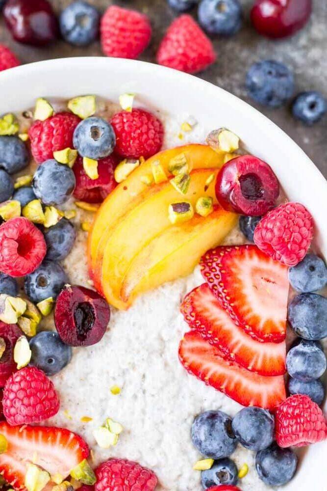 Summer Fruit Vanilla Bean Chia Pudding Bowl (dairy free) -- www.savorylotus.com