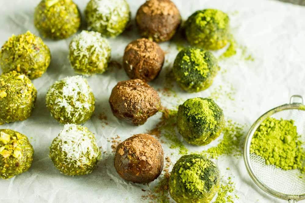 No Bake Matcha Energy Balls (gluten free, paleo, vegan) \\ www.savorylotus.com