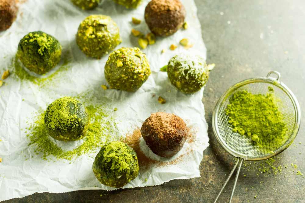 No Bake Matcha Energy Balls (gluten free, paleo, vegan) \\\ www.savorylotus.com