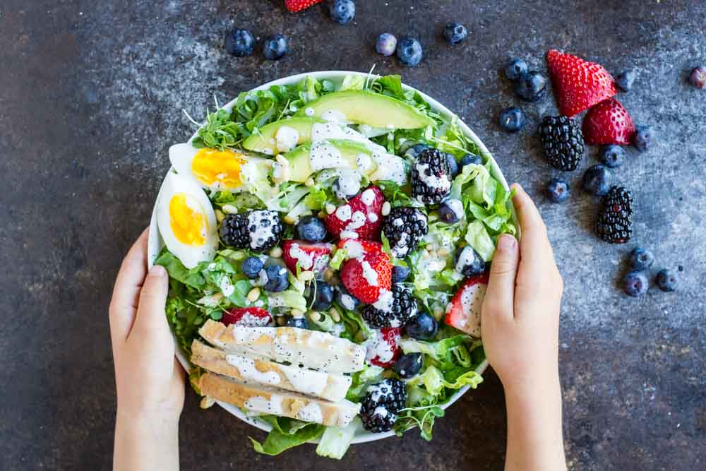 Berry Avocado Chicken Salad with Creamy Poppyseed Dressing \ www.savorylotus.com