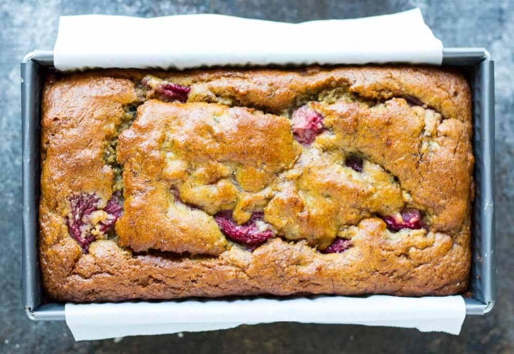 Strawberry Banana Bread (gluten free, paleo, sugar free) \\\\ www.savorylotus.com