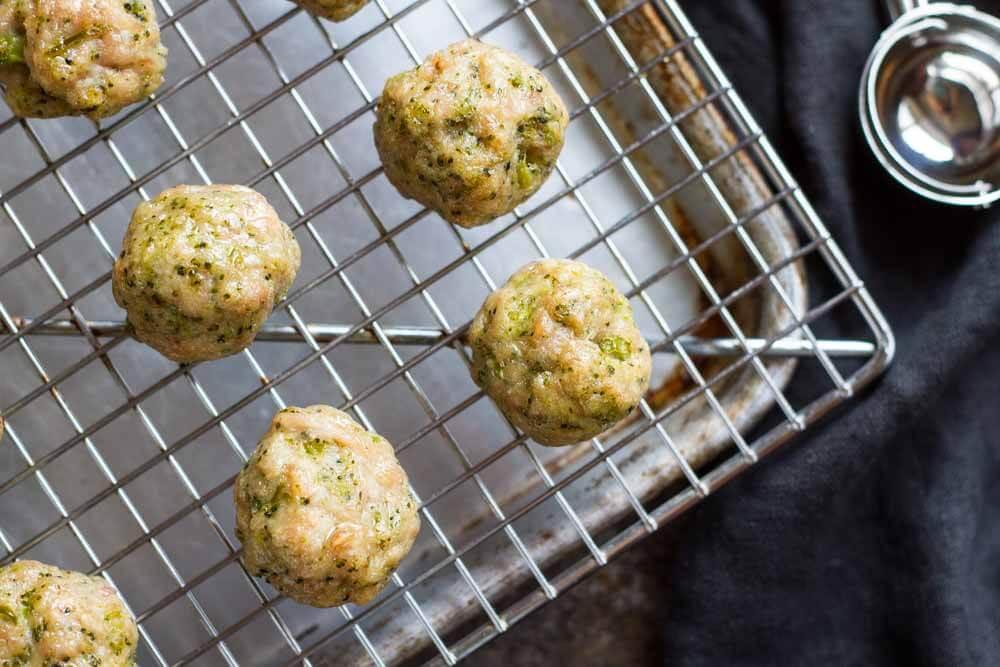 Easy Broccoli Chicken Meatballs (gluten free, paleo) --- www.savorylotus.com