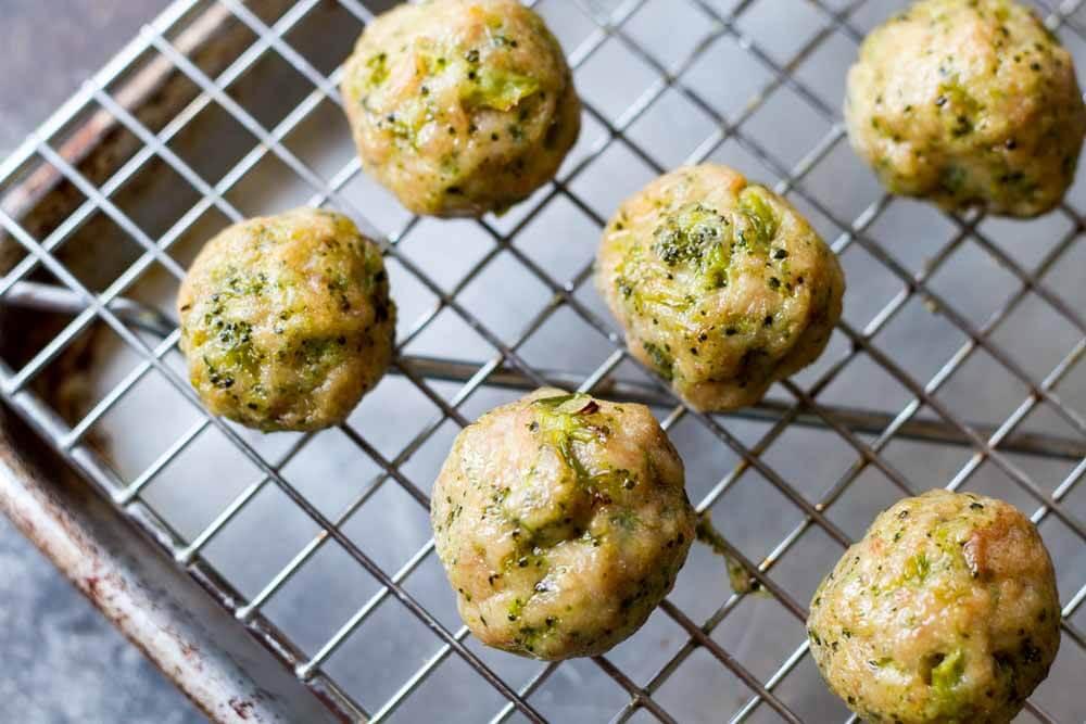 Easy Broccoli Chicken Meatballs (gluten free, paleo) | www.savorylotus.com