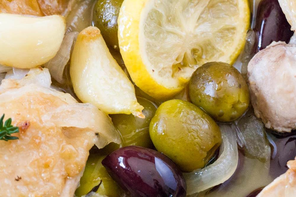 Easy Braised Chicken with Lemon and Olives \\\ www.savorylotus.com