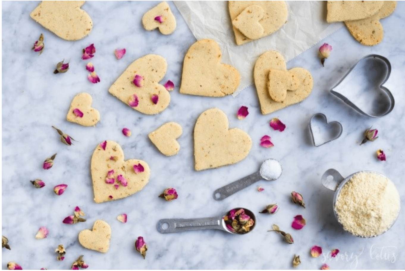 20 Healthy Edible Gift Ideas | rose shortbread cookies