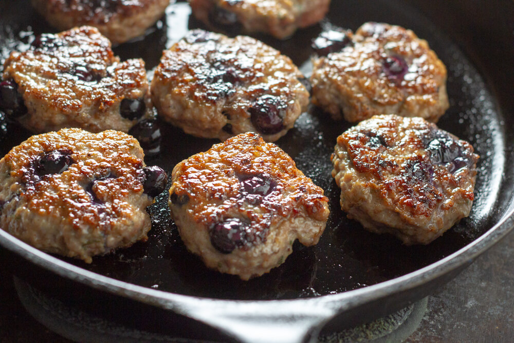 Blueberry Turkey Breakfast Sausage (paleo and whole30) \\ www.savorylotus.com