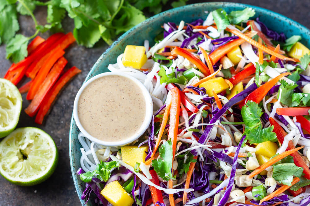 Thai Noodle Salad (gluten free, paleo and whole30 option) \\ www.savorylotus.com