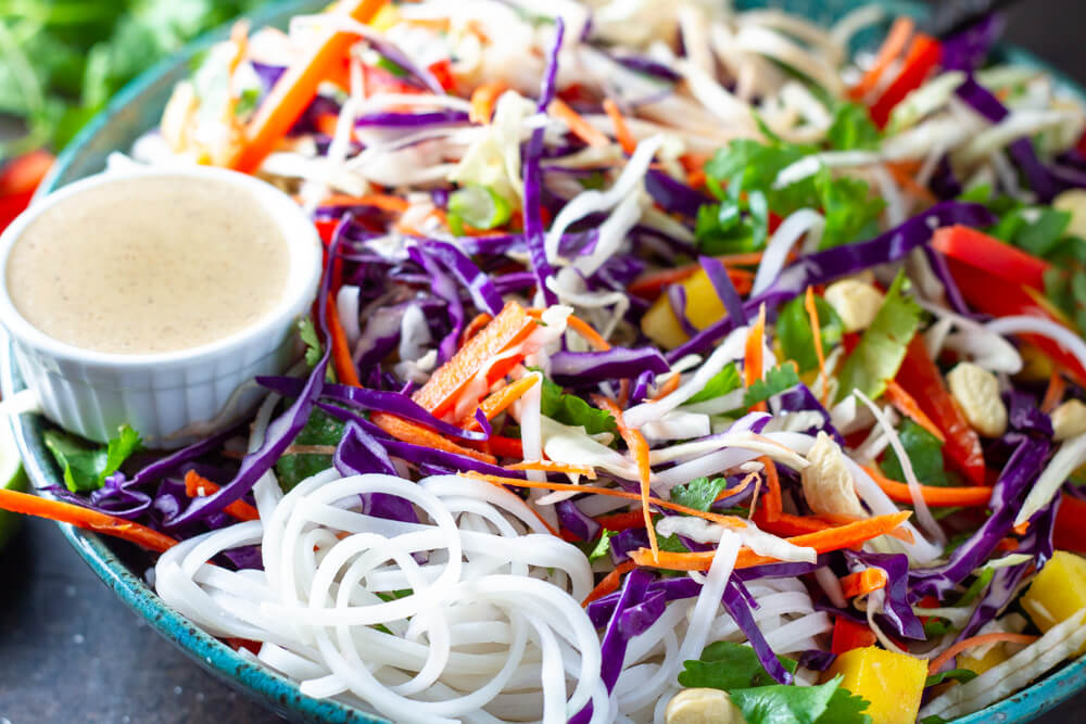 Thai Noodle Salad (gluten free, vegan,  paleo and whole30 option) \\\ www.savorylotus.com