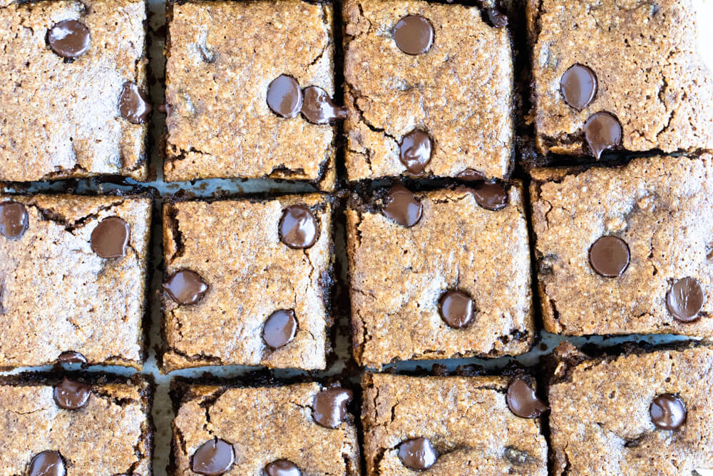 close up of chocolate chip pumpkin bars